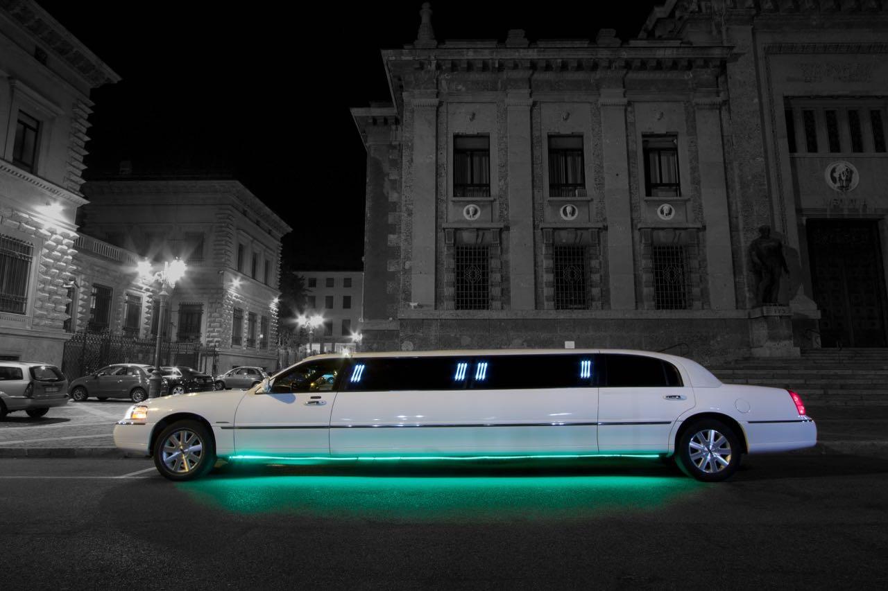 Iris Limousine - Catalogo Automobili per il Noleggio